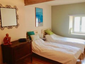 Rivel main house-twin bedroom